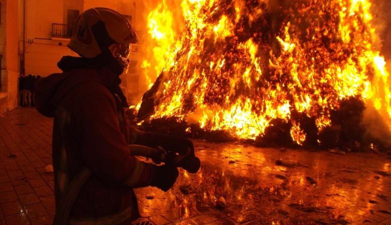 Начальник пожарной части в Хакасии поджигал дома, чтобы проверить умения своих подчиненных