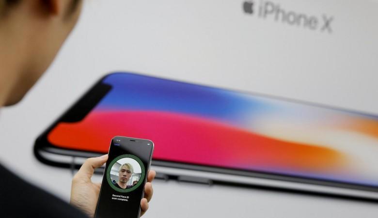 ВНовосибирске приставы взыскали долг смужчины вочереди заiPhone X
