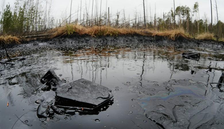 Нефтепродукты вытекли на реку Ангару в Иркутской области
