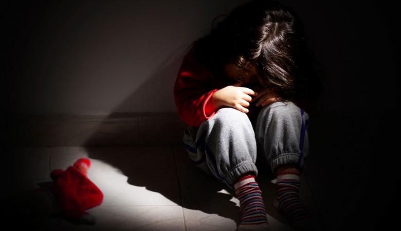 ВКузбассе осудили женщину, оставлявшую внука вяме водворе дома