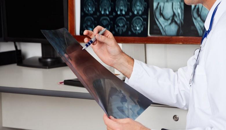 Новосибирские ученые создали сверхпрочные керамические шурупы для операций на позвоночнике