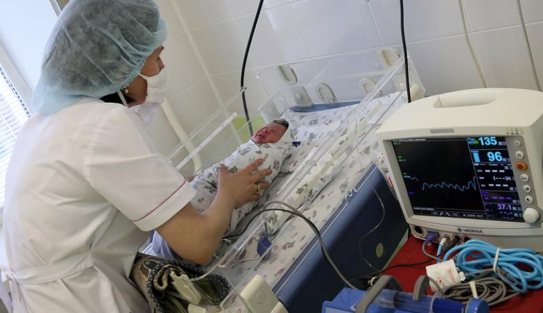 Жительница Новосибирска родила сиамских близнецов