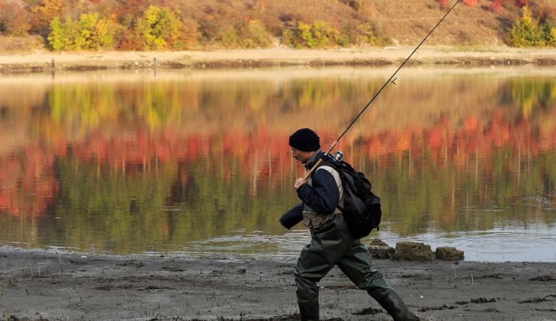 Жительница Красноярского края присвоила кусочек озера