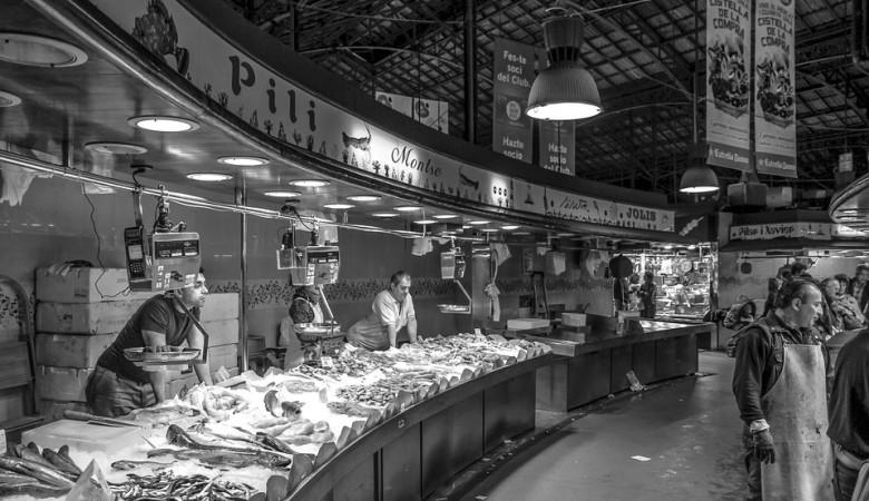 Первой зараженной COVID-19 на рынке в Ухане была продавщица креветок