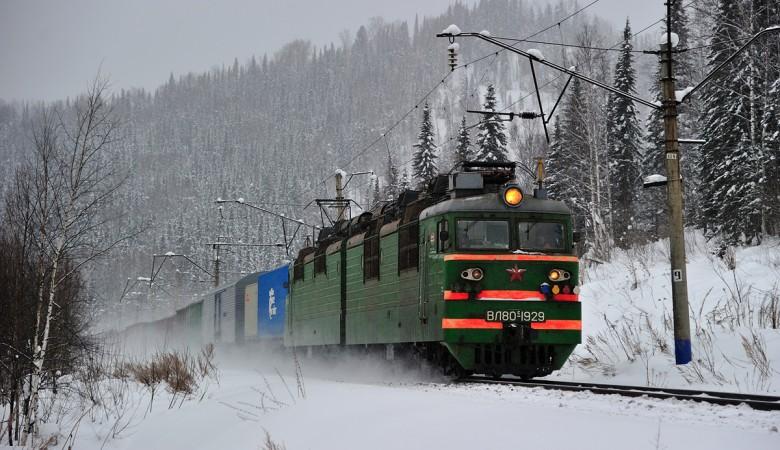 Движение поездов в Иркутской области, где с рельсов сошли 29 вагонов, восстановлено