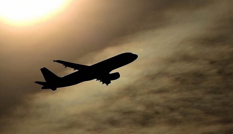 Сотрудник Росгвардии скрутил авиапассажира, избивавшего стюардессу на рейсе Санкт-Петербург - Чита