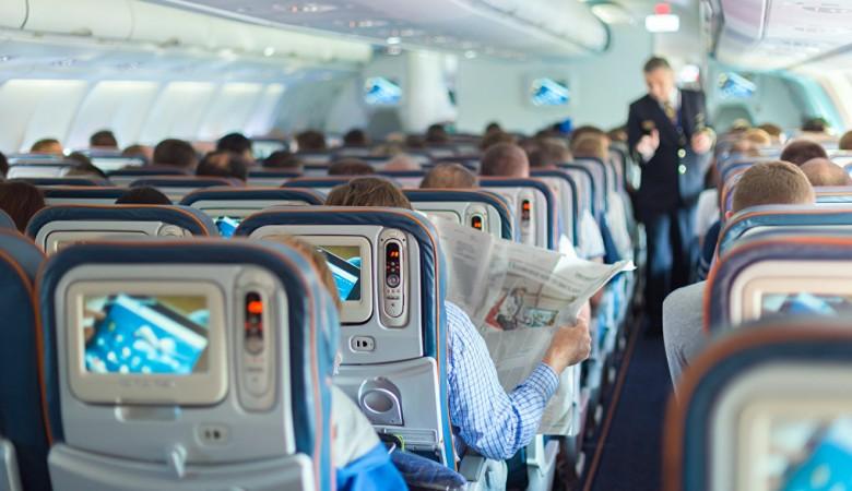 Привычка хлопать в ладоши при посадке самолета говорит о небольшом опыте полетов -
