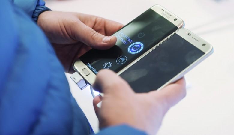 В руках омской школьницы взорвался телефон Samsung