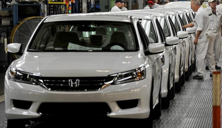 Продажи автомобилей в Китае в январе упали на 17,7%