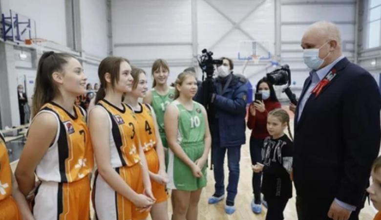 Двухэтажный спорткомплекс и центр цифрового образования открылись в Новокузнецке
