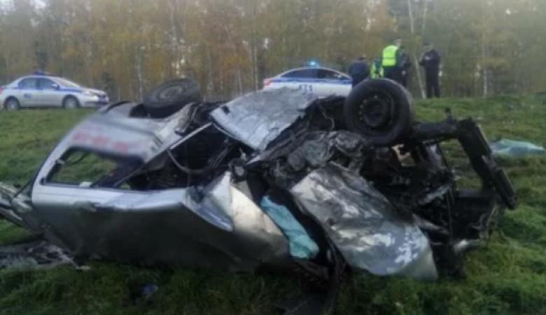 В Томском районе 2 человека погибли при столкновении грузовика и легковушки