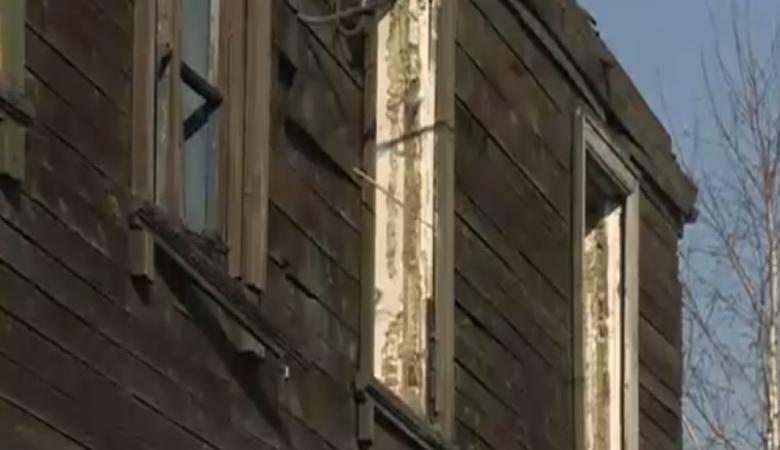 В Омске снесли аварийный дом, забыв переселить людей