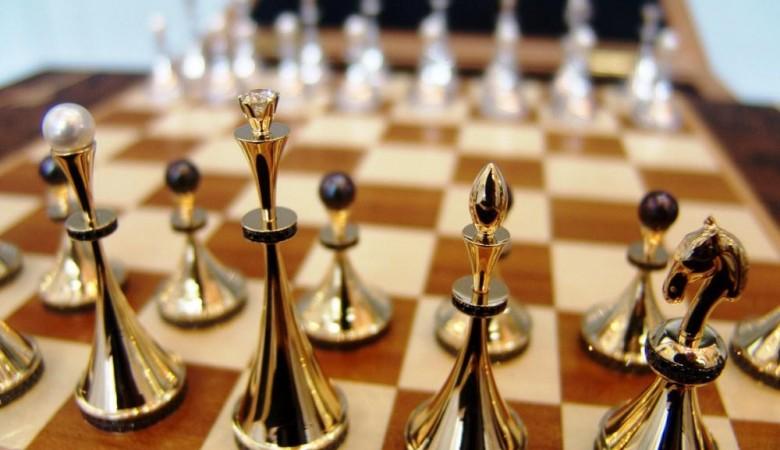 Красноярец накопил долг поалиментам 7 млн руб. ирасплатился необычайными шахматами