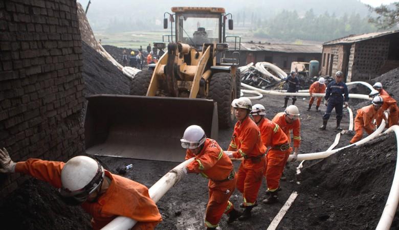 Жертвами взрыва газа на шахте в Китае стали 12 человек