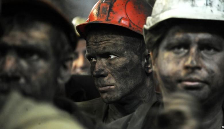 Нашахте Кузбасса горняки работают без отпусков, подве смены подряд