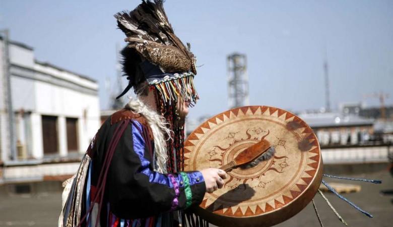 «Единая Россия» заказала шаманский обряд на избавление от главы района в Бурятии