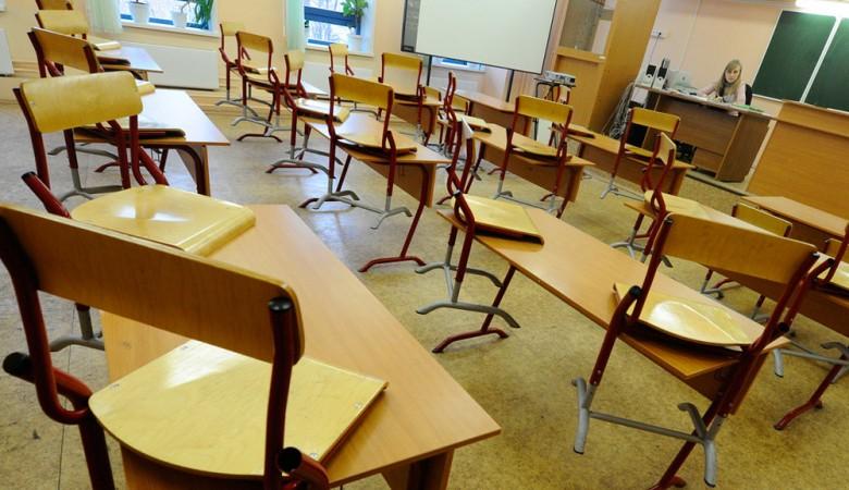 В Новосибирске пять девочек пострадали при падении на них шкафов в школе