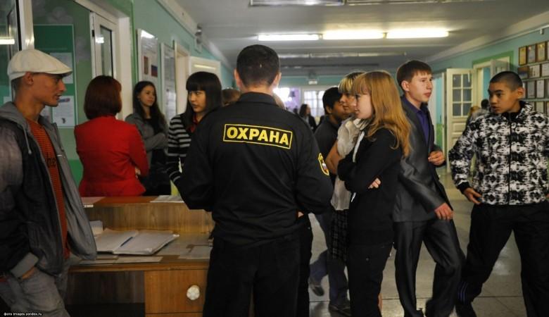 Красноярская прокуратура проверит законность сбора денег за изготовление пропусков для турникета в школе