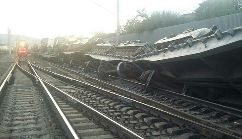 Дефект рельсов стал причиной схода военного состава под Омском