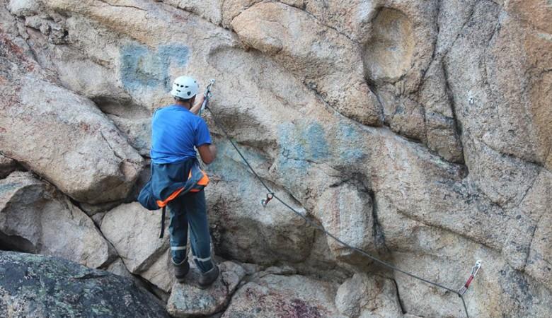 В Алтайском крае стартует проект по очистке скал от неприличных надписей