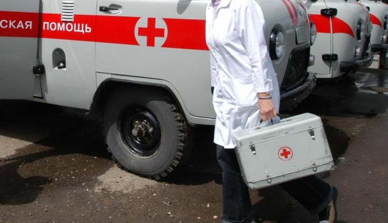 Жительница Омска сломала нос врачу скорой помощи