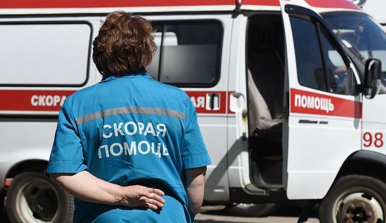 В Красноярске арматура упала на женщину с ребенком