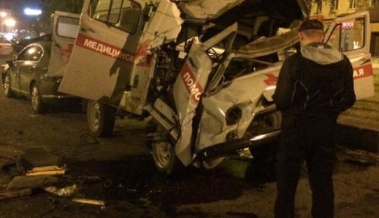 Авария со скорой в Новокузнецке: погиб врач, водитель и фельдшер - в тяжелом состоянии