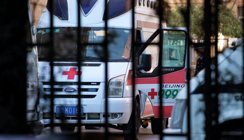 Мужчина с ножом напал на толпу людей в китайском городе Цзиань, 11 человек ранены