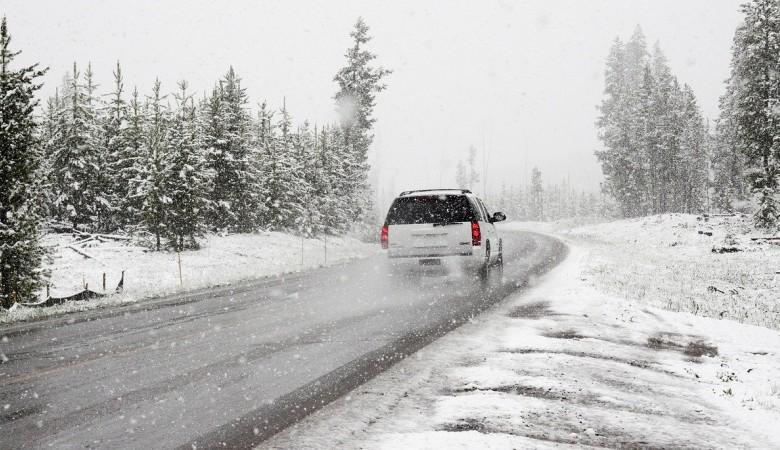 Из-за сильного бурана в Республике Алтай закрыли движение по автодороге