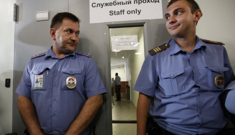 Иркутский полицейский выстрелил в мужчину, не хотевшего ехать в отдел