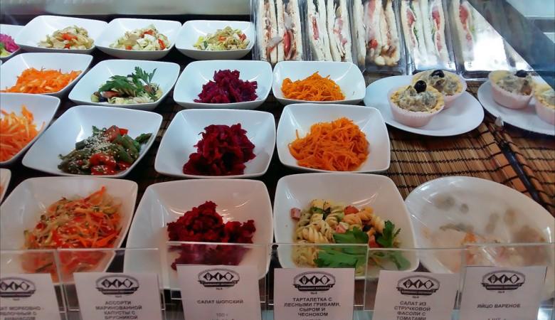 Депутатов в Новосибирске обвешивают в столовой и кормят котлетами без мяса – экспертиза