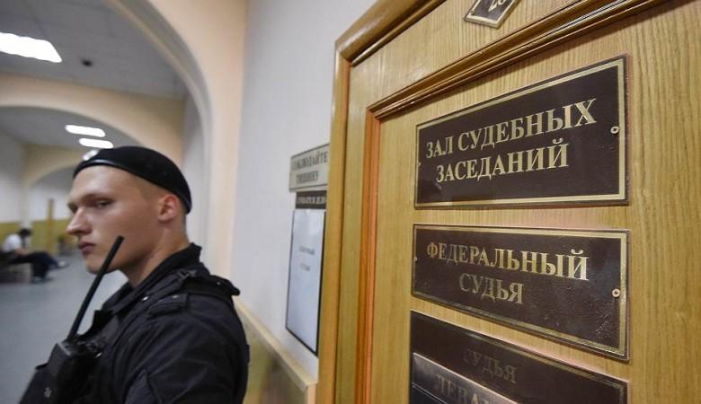 Суд оставил под арестом советника красноярского губернатора