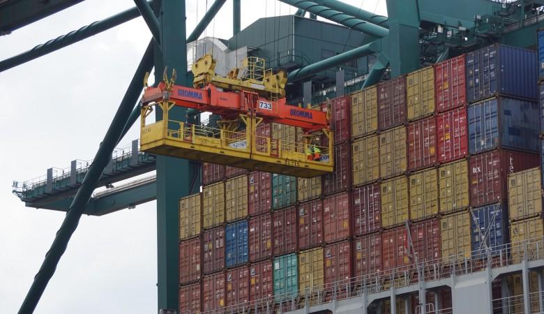 Китай нашел COVID-19 на товаре с двух грузовых судов из РФ, приостановил прием на месяц