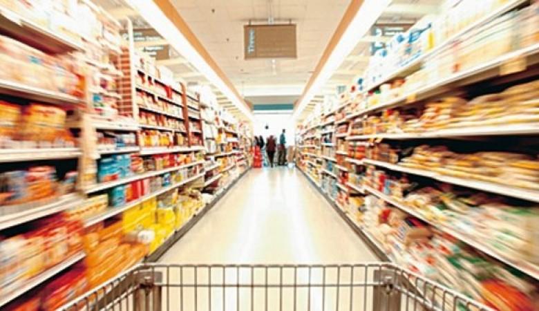 Пьяный читинец в трусах и кепке инспектирует супермаркеты Забайкалья