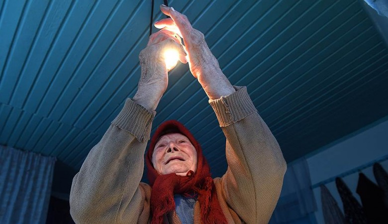 Более 100 человек остались без света в затопленном Тулуне, коммунальщики просушивают квартиры