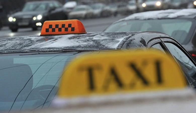 Подростки изрезали шею таксиста и сожгли его машину