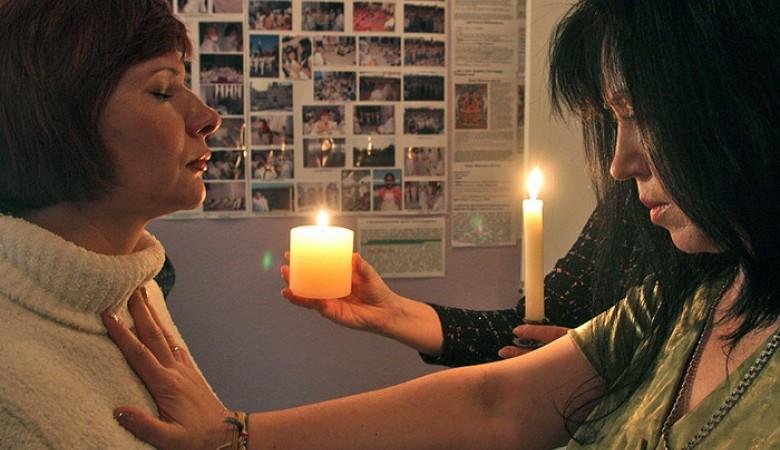 Мошенник, «снимавший порчу» ввиде «цыганки Риты», осужден вКузбассе