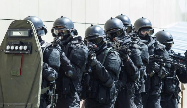 ВЧите обезвредили 3-х местных граждан, угрожавших подорвать дом