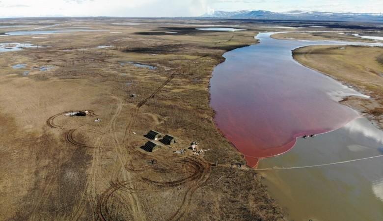 Девять боновых заграждений протяженностью более 1 км установили на реках в Норильске