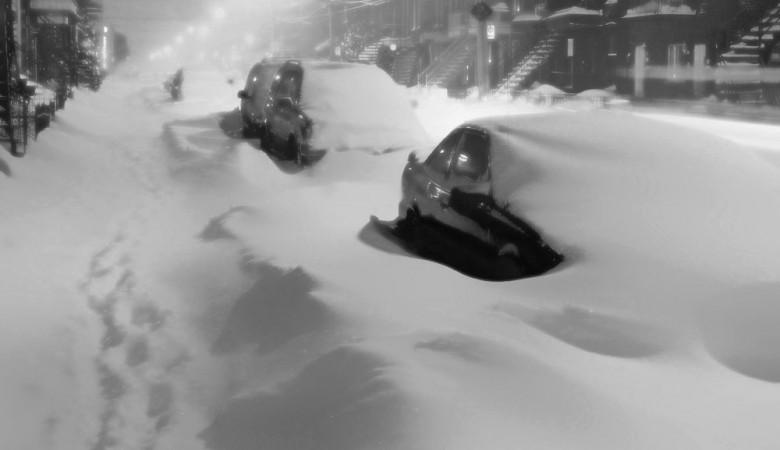 Жители алтайского села оказались заблокированы трёхметровыми сугробами