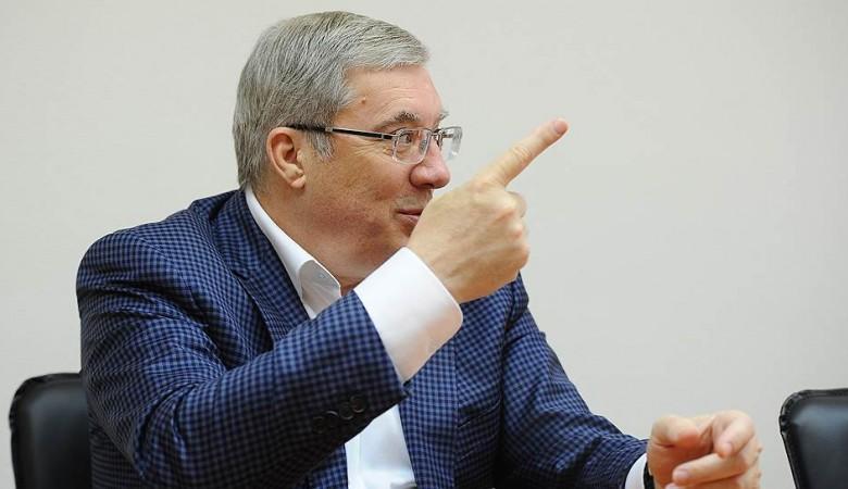 Красноярский губернатор предложил прокалывать колеса водителям