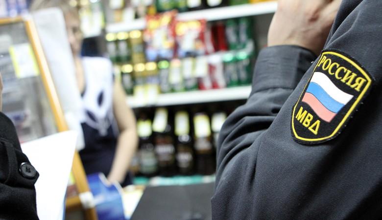 Омский полицейский, присвоивший 250 бутылок алкоголя, отделался условным сроком
