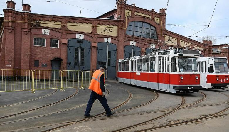 Новосибирск заплатит 11 млн руб за доставку старых трамваев, подаренных Москвой