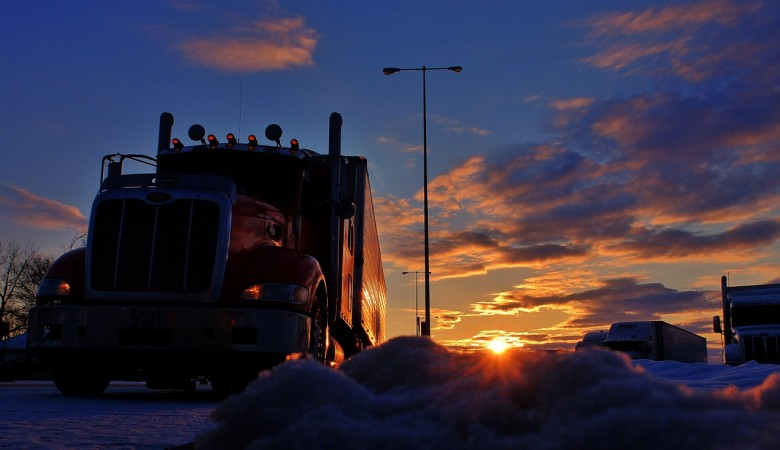 В Красноярском крае погиб человек в результате аварии двух грузовиков