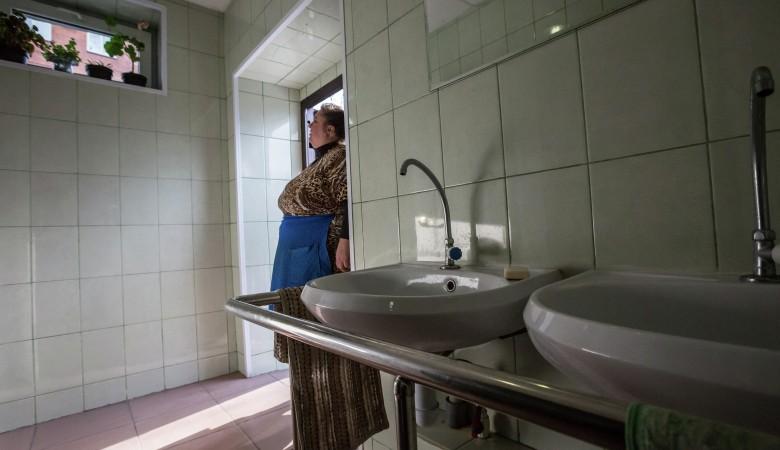 В Кузбассе восстановлены права школьников на уединение в туалете
