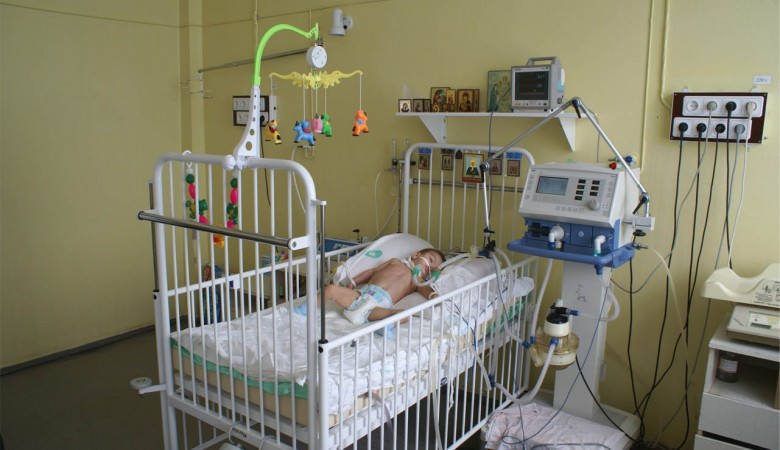 На Алтае укушенного энцефалитным клещем ребенка лечили в церкви