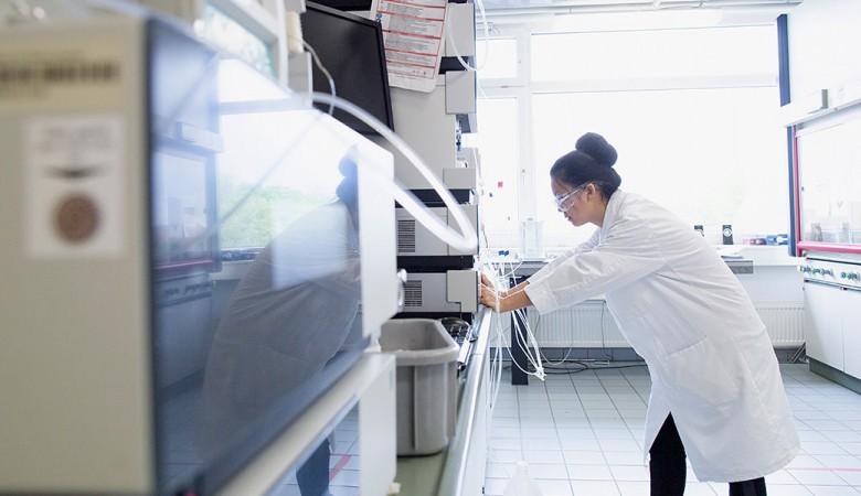 Учёные СФУ научили наночастицы собираться при помощи лазера