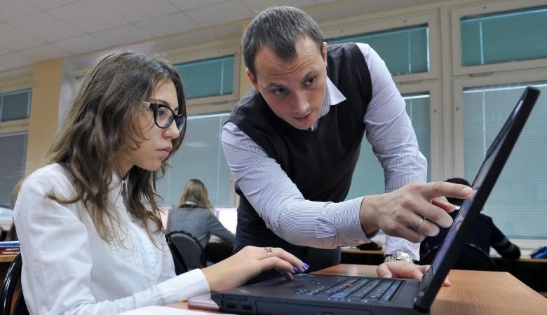 Алтайский губернатор сделал замечание чиновнице, заявившей, что молодой учитель не может иметь Mercedes