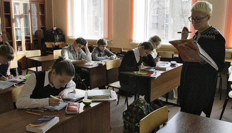 В Омске с родителей собирают деньги на ремонт новой школы