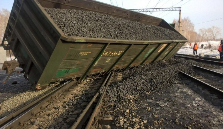 Вагоны с углем сошли с рельсов в Иркутской области, пострадавших нет - МЧС
